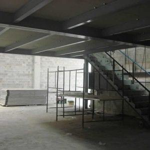 05-escada em mezanino administrativo São Paulo
