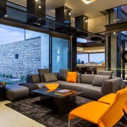 Casa com conceito jovem e moderno utilização de estrutura metálica