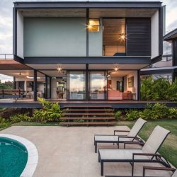 Casa com integração de ambientes com estrutura metálica
