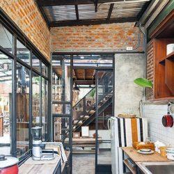 Casa compacta com estrutura metálica