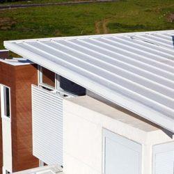 Casa moderna utlizando telha metálica