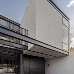 Estilo moderno utilizando estrutura metálica e concreto