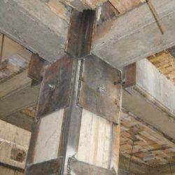 Estrutura com reforço metálico
