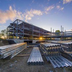 Grande construção em metálica