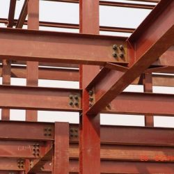 Ligações metálicas aparafusadas entre pilares e vigas
