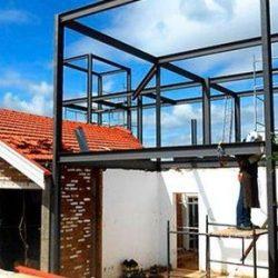 Reforça de residência utilizando estrutura metálica