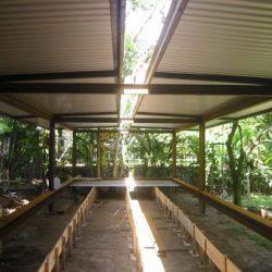 Residência com estrutura metália com abertura central