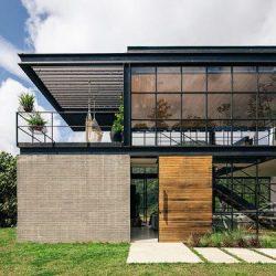 Residência de alto padrão com estrutura metálica