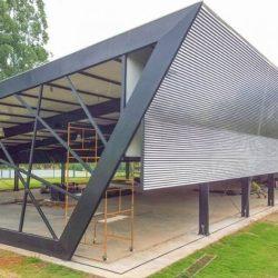Utilização de estrutura metálica com arquitetura arrojada