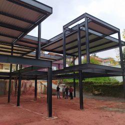 2 - fundos de casa com varanda suspensa